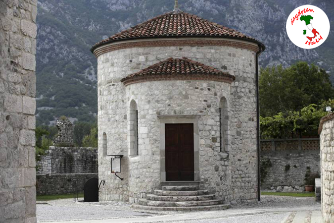 baptistery-venzone-cathedral-church