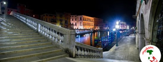venice-rialto-bridge-stairs-at